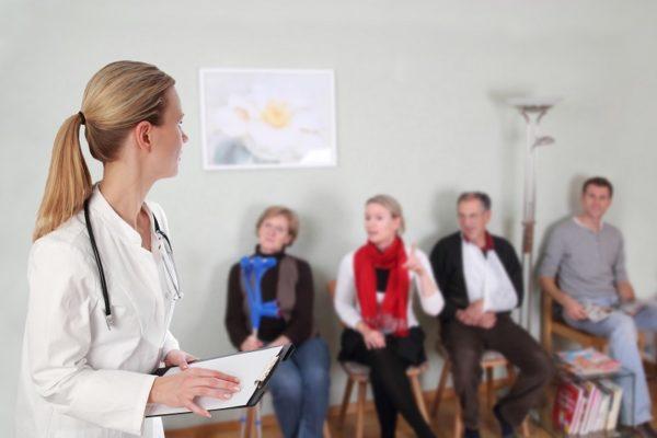 Mit den richtigen SEO-Maßnahmen für Ärzte lassen sich schnell mehr Patienten in das Wartezimmer bekommen.